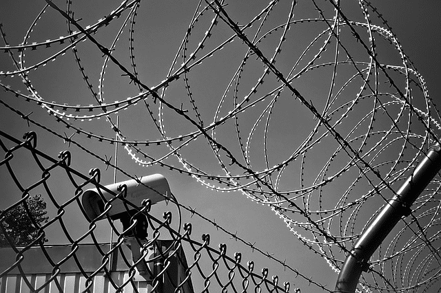 barbed-wire-1670222_640-fs8